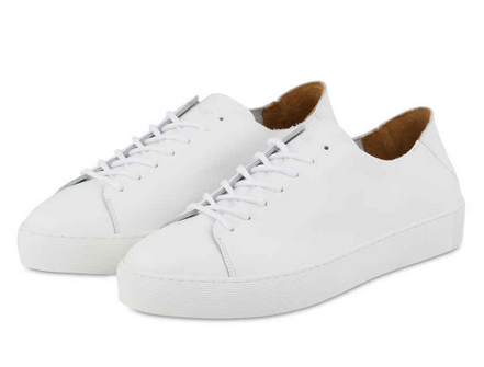 Wie man Sneaker zum Anzug kombiniert