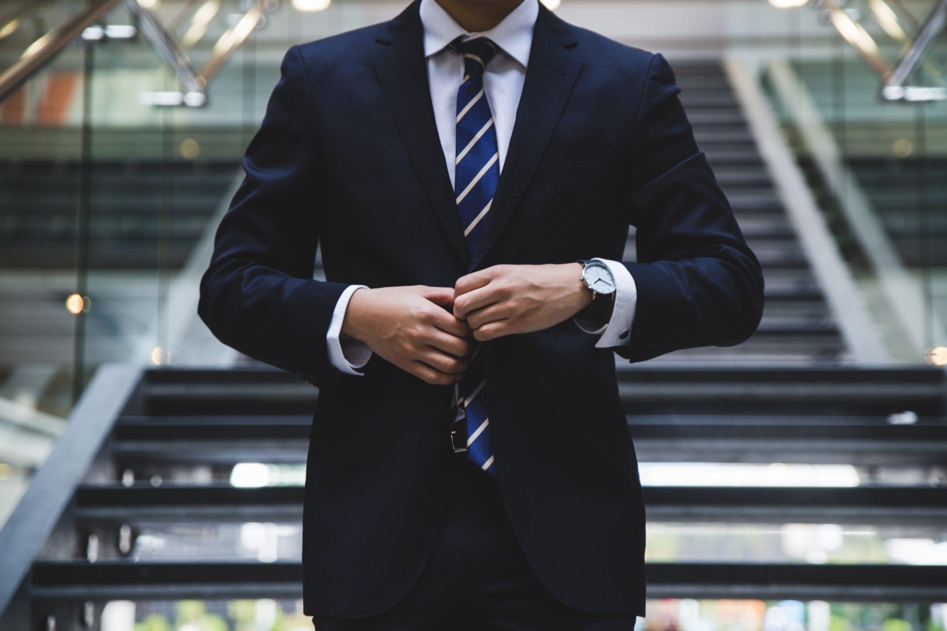 5 erfolgreiche Looks für ein blaues Sakko- im Business oder privat. a84226f903